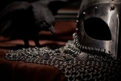 Viking Helmet y anillo de Valknut, acero imágenes de archivo libres de regalías