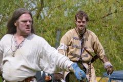 Viking-Kriegersschwertkämpfenanzeige Stockbild
