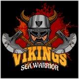Viking krigare och korsade yxor Arkivfoto