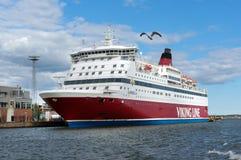 Viking Line Ferry vont au port de Helsinki Photos libres de droits