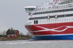 Viking Lines Viking XPRS som lämnar Helsingfors Royaltyfri Foto