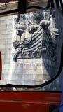 Viking que talla en el puente Imagenes de archivo