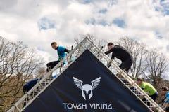 Viking resistente, a competição a maior e a mais brutal da raça de obstáculo na região nórdica Foto de Stock Royalty Free