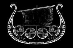 Viking Ship Bosquejo dibujado mano en fondo negro stock de ilustración