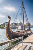 Viking Ship i fjorden, Tonsberg, Norge arkivbild