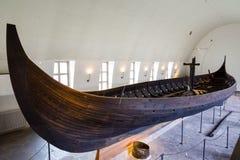 Viking skepp som är drakkar i det vikings museet i Oslo, Norge fotografering för bildbyråer