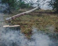 Viking-stijl, met de hand gemaakte bijl Stock Foto's