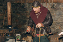 Viking w smithy Fotografia Royalty Free