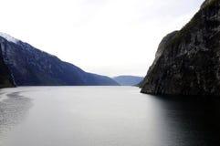 Vikingen landen - Fjordlandschap stock afbeeldingen