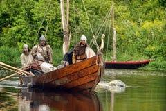 Vikingos en Drakkar Foto de archivo