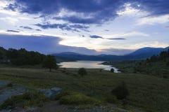 Vikos-Aoos vår sjö arkivfoto