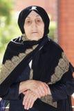 vikt handpensionärkvinna royaltyfri foto