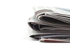 Vikta tidningar på vit bakgrund Royaltyfri Fotografi