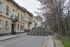 Viktig reparation för stenläggning stone.street i Lviv Arkivfoto