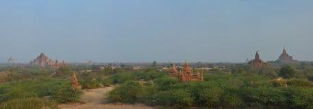 Viktiga Bagan för Beautful panoramautsikt allra tempel och gränsmärken myanmar royaltyfri bild