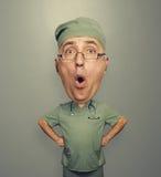 Viktigpetter förbluffad doktor i exponeringsglas Royaltyfria Foton