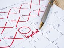 Viktigt datum på kalenderskrivbord 6 arkivbilder