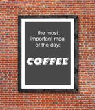 Viktigt mål är kaffe som är skriftligt i bildram arkivfoto