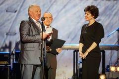 Viktor Pugachev e Veronika Borovik-Hilchevskaya na cerimónia de entrega dos prémios fotos de stock