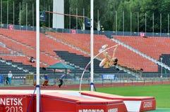 Viktoria Filina springend mit Pfosten stockfotos