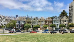 Viktorianische Distelfalterhäuser in San Francisco Stockbilder
