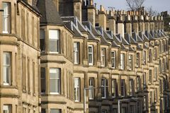 Viktorianische Kolonienhäuser machten vom Sandstein in Edinburgh, Schottland stockfotografie