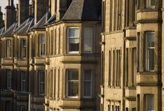 Viktorianische Kolonienhäuser machten vom Sandstein in Edinburgh, Schottland lizenzfreie stockfotografie