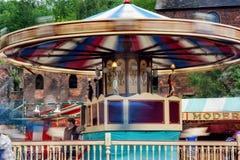 Viktorianische Rummelplatzkarussellfahrt (Bewegungsunschärfe) Lizenzfreies Stockfoto