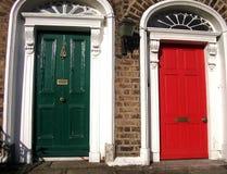 Viktorianische Türen in Dublin, Irleand lizenzfreies stockfoto