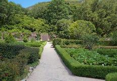 Viktorianischer ummauerter Garten Stockbilder