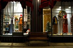 Viktorianisches Schaufenster an Weihnachten 2 Stockbild
