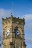 Viktoriansk gotisk arkitektur för stilklockatorn Arkivbilder