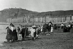 Viktorianska familjer för tappningfoto 1901 på den Aberystwyth stranden, Wale Fotografering för Bildbyråer