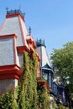 Viktorianska hus i Montreal arkivbilder