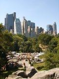 Viktorianska trädgårdar med de södra skyskraporna av Central Park Arkivbilder