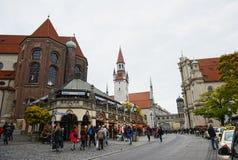 Viktualienmarkt à la ville de Munich avec tous ses petits magasins et sta Photo libre de droits