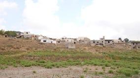 Vila abandonada com as casas arruinadas após a inundação, Creta, Grécia vídeos de arquivo