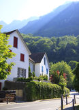 Vila alpina nas montanhas Foto de Stock Royalty Free