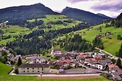 Vila alpina pitoresca em Itália foto de stock royalty free