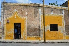 Vila amarela de Izamal Iucatão em México imagens de stock