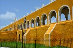 Vila amarela de Izamal Iucatão em México fotografia de stock royalty free