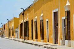 Vila amarela de Izamal Iucatão em México fotos de stock