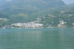 Vila ao longo de Yangtze fotografia de stock royalty free