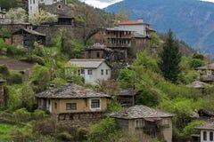Vila autêntica de Kosovo com casas do século XIX, Bulgária fotos de stock