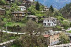 Vila autêntica de Kosovo com casas do século XIX, Bulgária imagem de stock