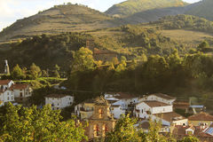 A vila bettween as montanhas Fotografia de Stock