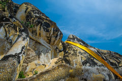 Vila buddha att ligga som är utomhus- i Thailand Arkivfoton