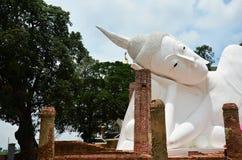 Vila Buddha av Wat Khun Inthapramun på det Angthong landskapet Thailand Fotografering för Bildbyråer