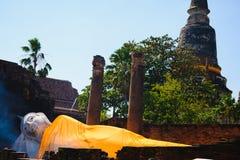 Vila Buddha på den Wat Yai Chai Mongkhon Old templet Royaltyfria Bilder