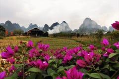 Vila chinesa da minoria em Guilin fotos de stock